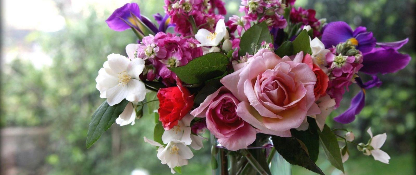 Что нужно сделать чтобы срезанные цветы долго не вяли